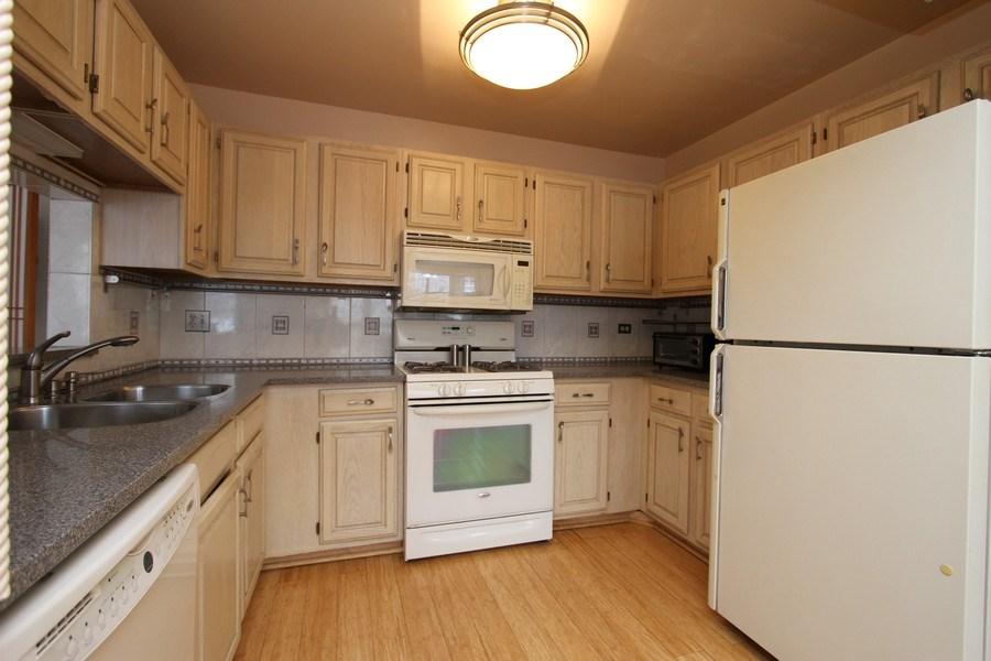 Real Estate Photography - 4787 Amber Cir, Hoffman Estates, IL, 60192 - Kitchen