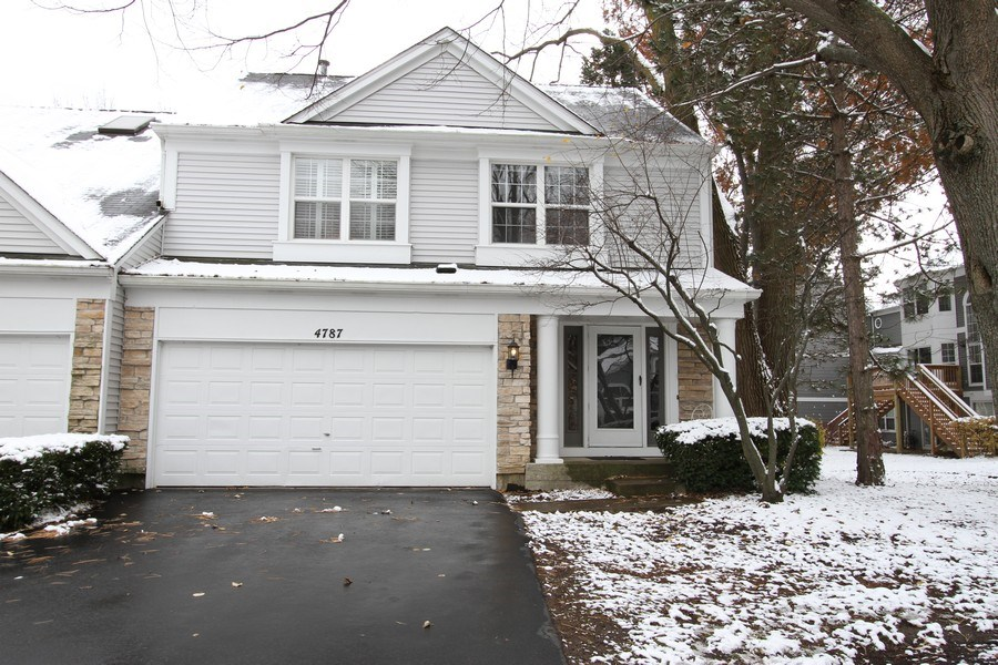 Real Estate Photography - 4787 Amber Cir, Hoffman Estates, IL, 60192 - Front View