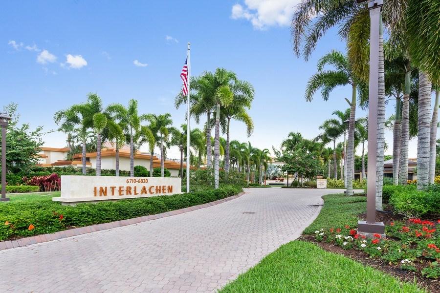 Real Estate Photography - 6710 Pelican Bay Blvd, Unit 435, Naples, FL, 34108 - Entryway