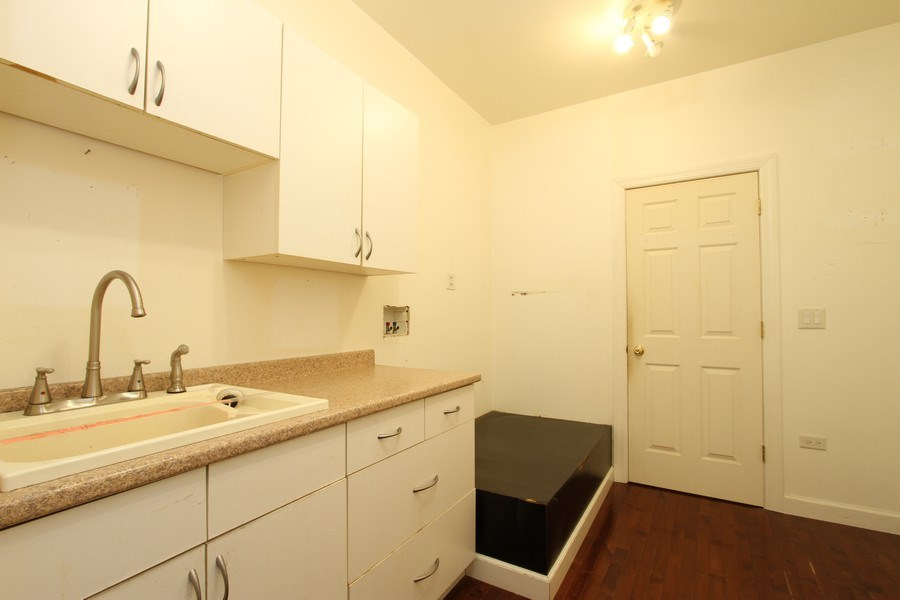 Real Estate Photography - 40645 Gridley Dr, Antioch, IL, 60002 - Laundry Room