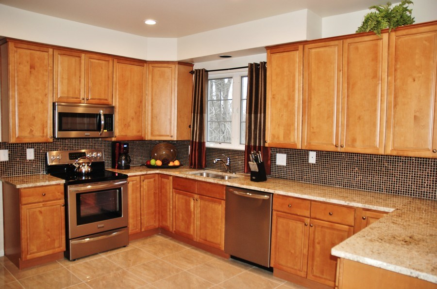 Real Estate Photography - 4825 Ellicott Woods Ln, Ellicott City, MD, 21043 - Kitchen