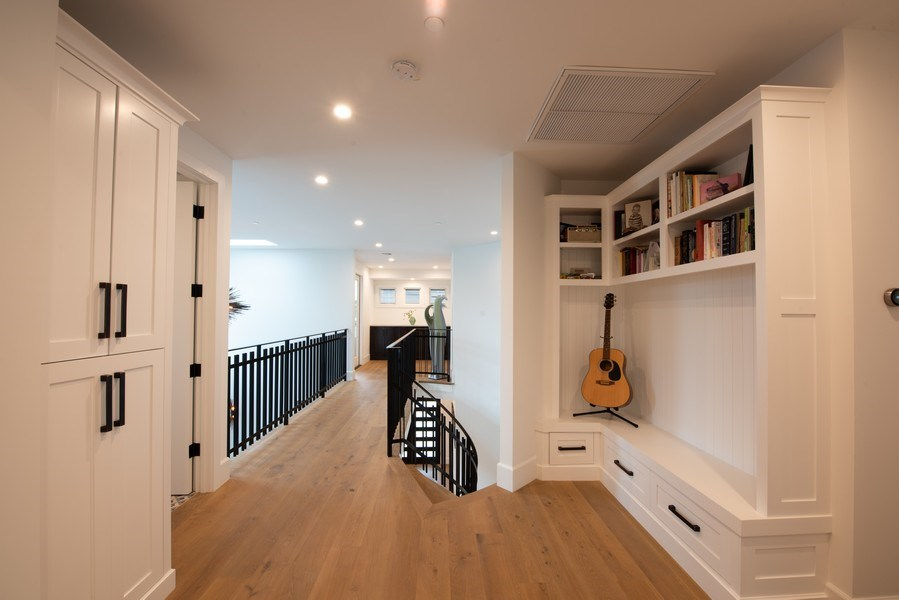 Real Estate Photography - 2109 N. Meadows, Manhattan Beach, CA, 90266 - 2nd Floor Corridor