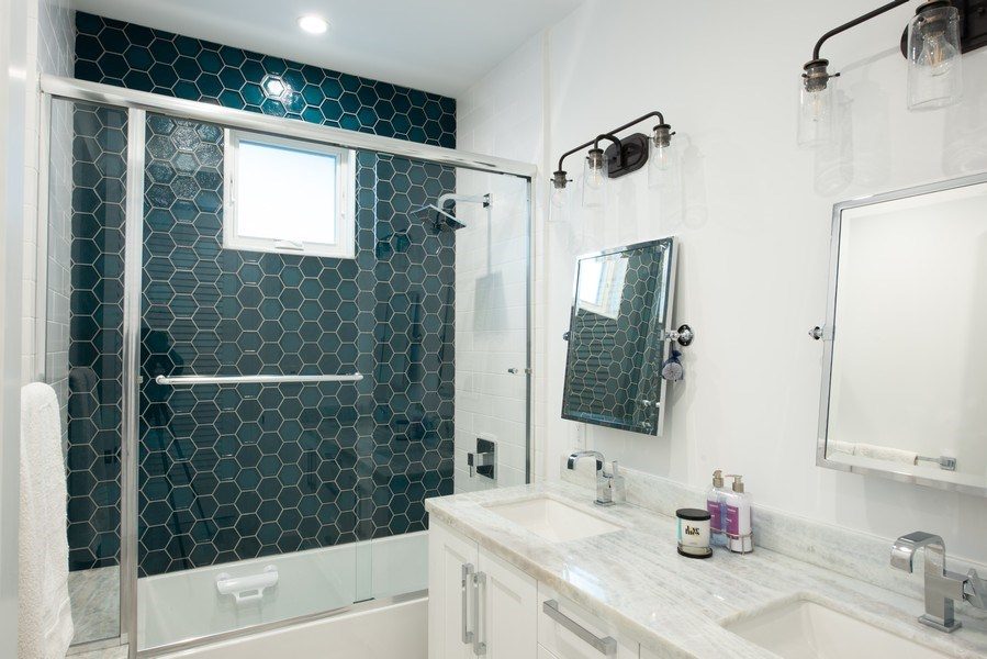 Real Estate Photography - 2109 N. Meadows, Manhattan Beach, CA, 90266 - 2nd Bathroom