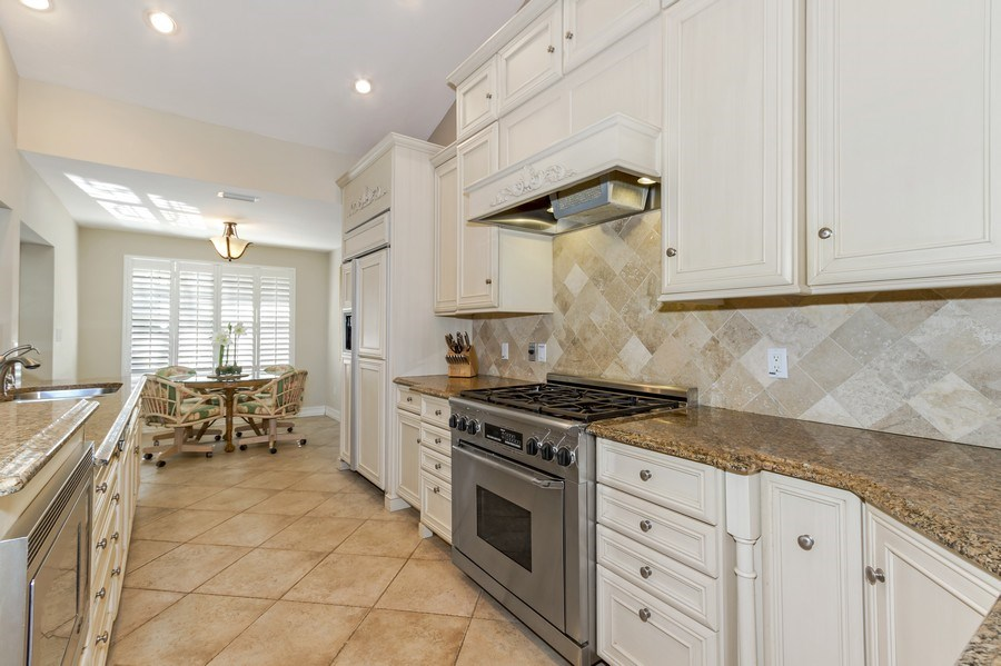 Real Estate Photography - 815 Bentwood Dr, Naples, FL, 34108 - Kitchen