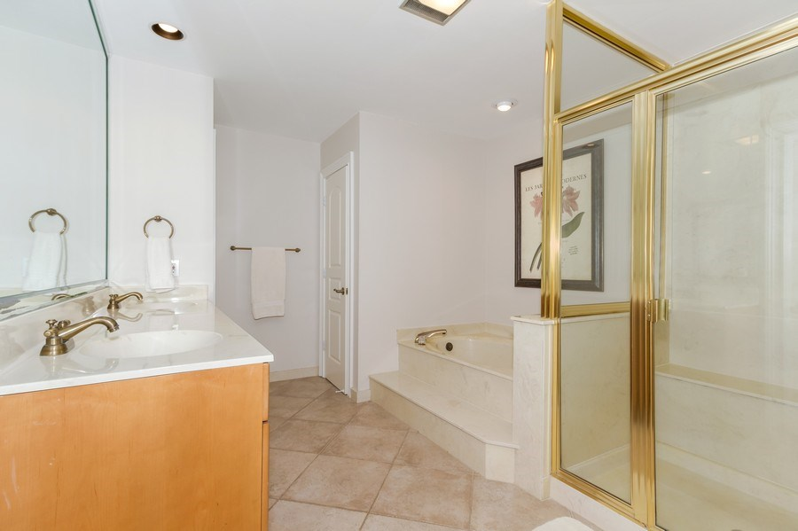 Real Estate Photography - 815 Bentwood Dr, Naples, FL, 34108 - 2nd Bathroom