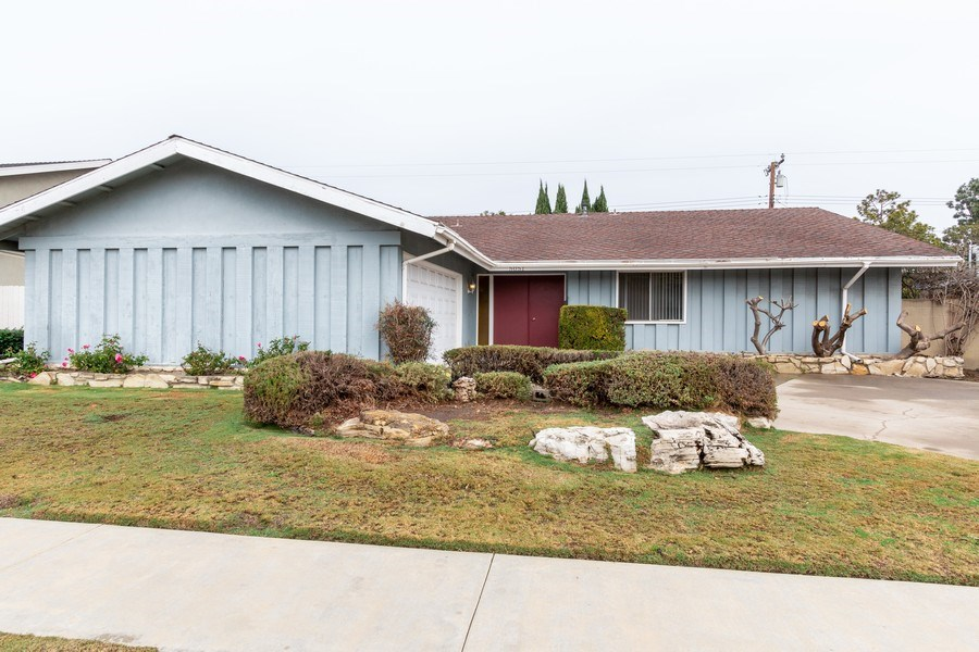 Real Estate Photography - 5051 Dartmouth Ave, Westminster, CA, 92683 - Front Yard