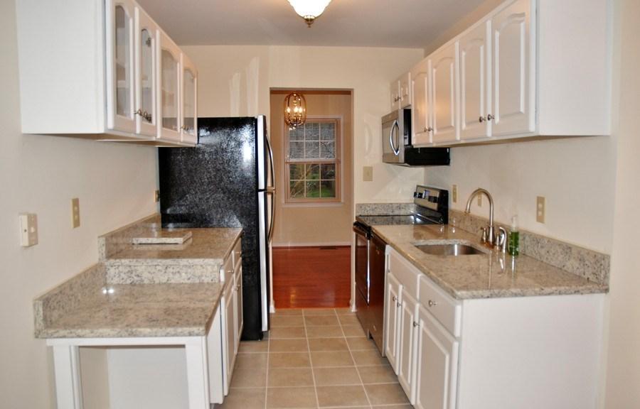 Real Estate Photography - 9 Midline Rd, Gaithersburg, MD, 20878 - Kitchen