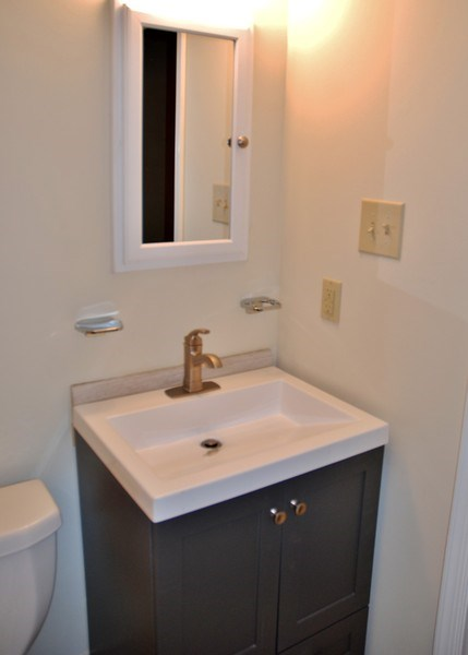 Real Estate Photography - 9 Midline Rd, Gaithersburg, MD, 20878 - Half Bath
