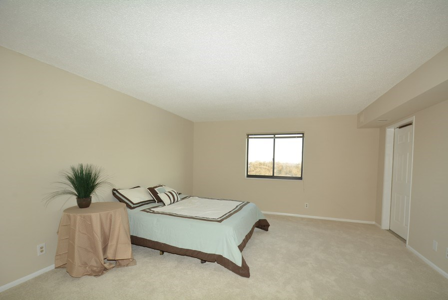 Real Estate Photography - 5904 Mount Eagle Dr, Unit 814, Alexandria, VA, 22303 - Master Bedroom
