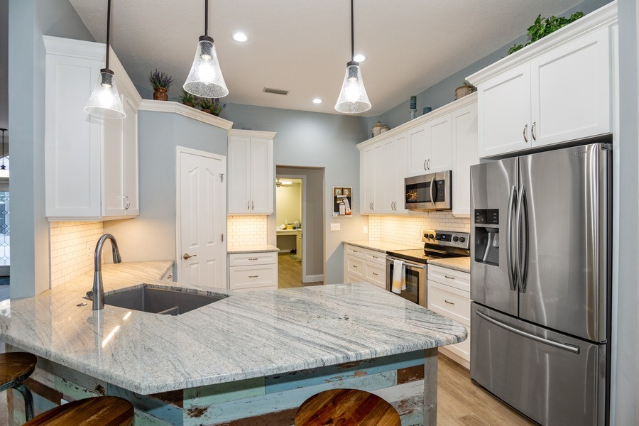 Real Estate Photography - 5407 Burnt Hickory Dr, Valrico, FL, 33596 - Kitchen