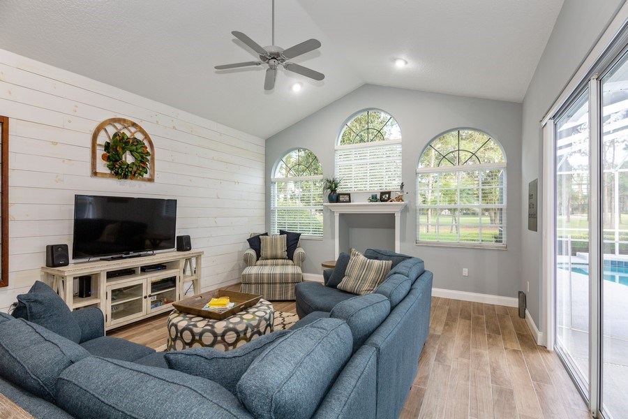 Real Estate Photography - 5407 Burnt Hickory Dr, Valrico, FL, 33596 - Family Room
