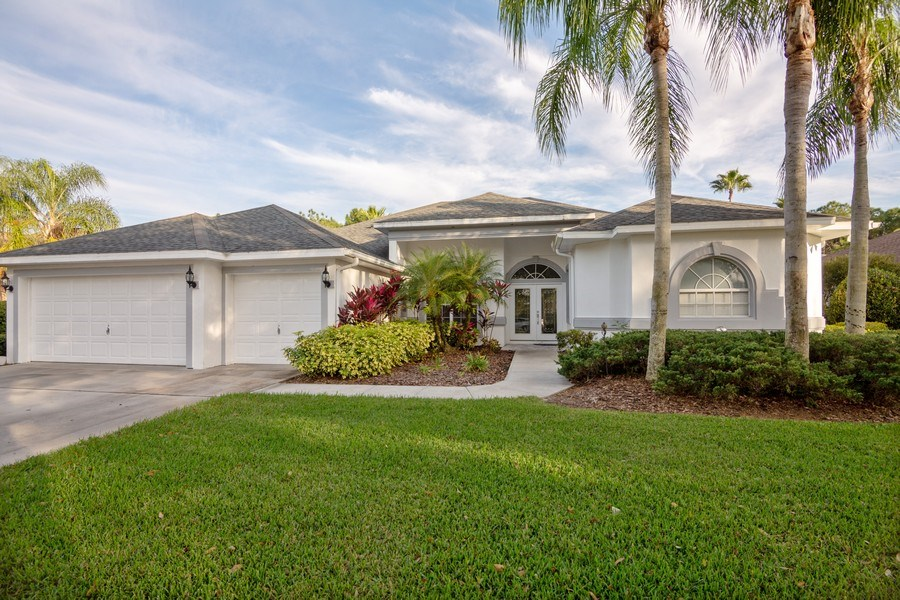 Real Estate Photography - 5407 Burnt Hickory Dr, Valrico, FL, 33596 - Front View