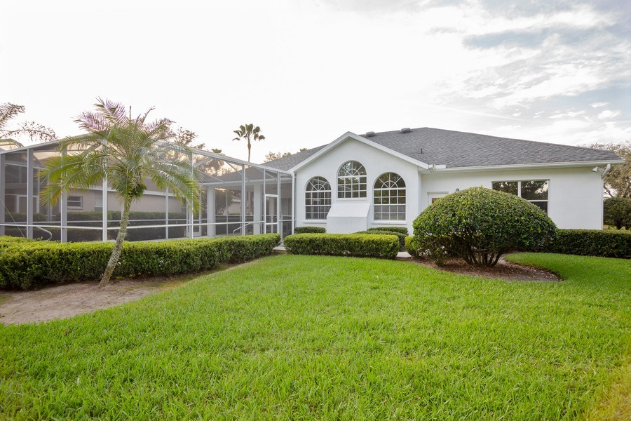 Real Estate Photography - 5407 Burnt Hickory Dr, Valrico, FL, 33596 - Rear View