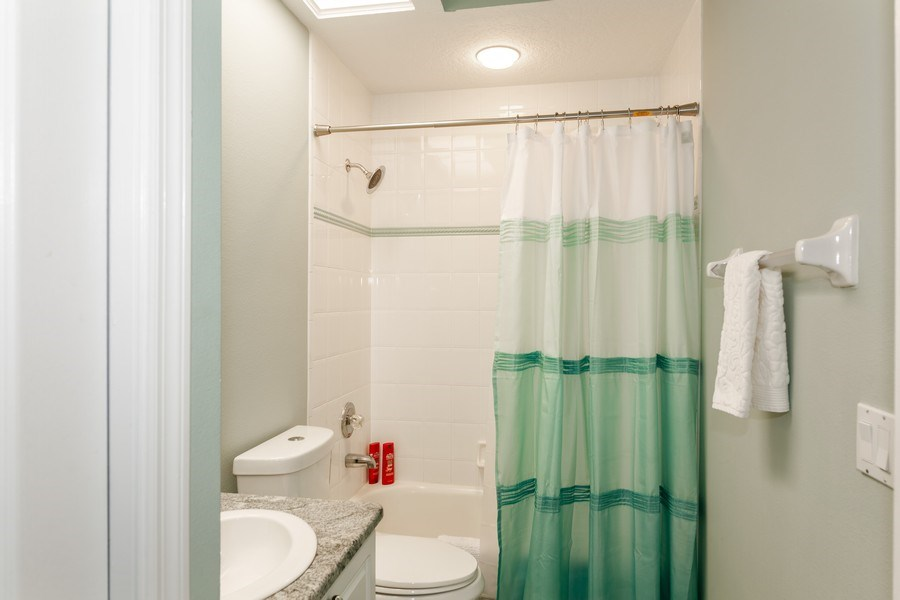 Real Estate Photography - 5407 Burnt Hickory Dr, Valrico, FL, 33596 - Bathroom
