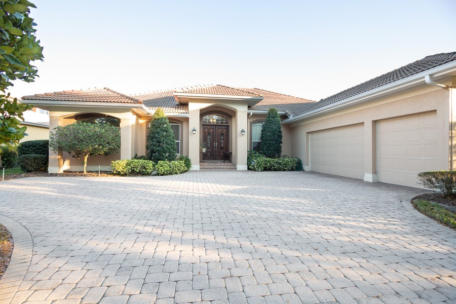 Real Estate Photography - 5201 Sand Trap, Valrico, FL, 33527 - Front View