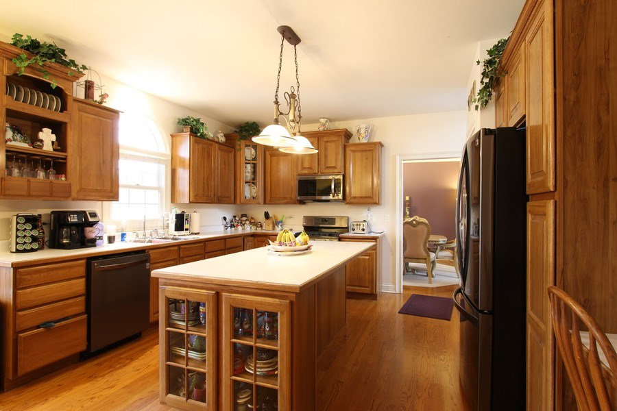 Real Estate Photography - 3402 Braeberry, Crystal Lake, IL, 60012 - Kitchen