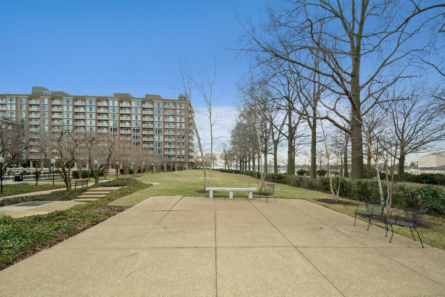 Real Estate Photography - 510 SW N St, Apt N625, Washington, DC, 20024 - Park View
