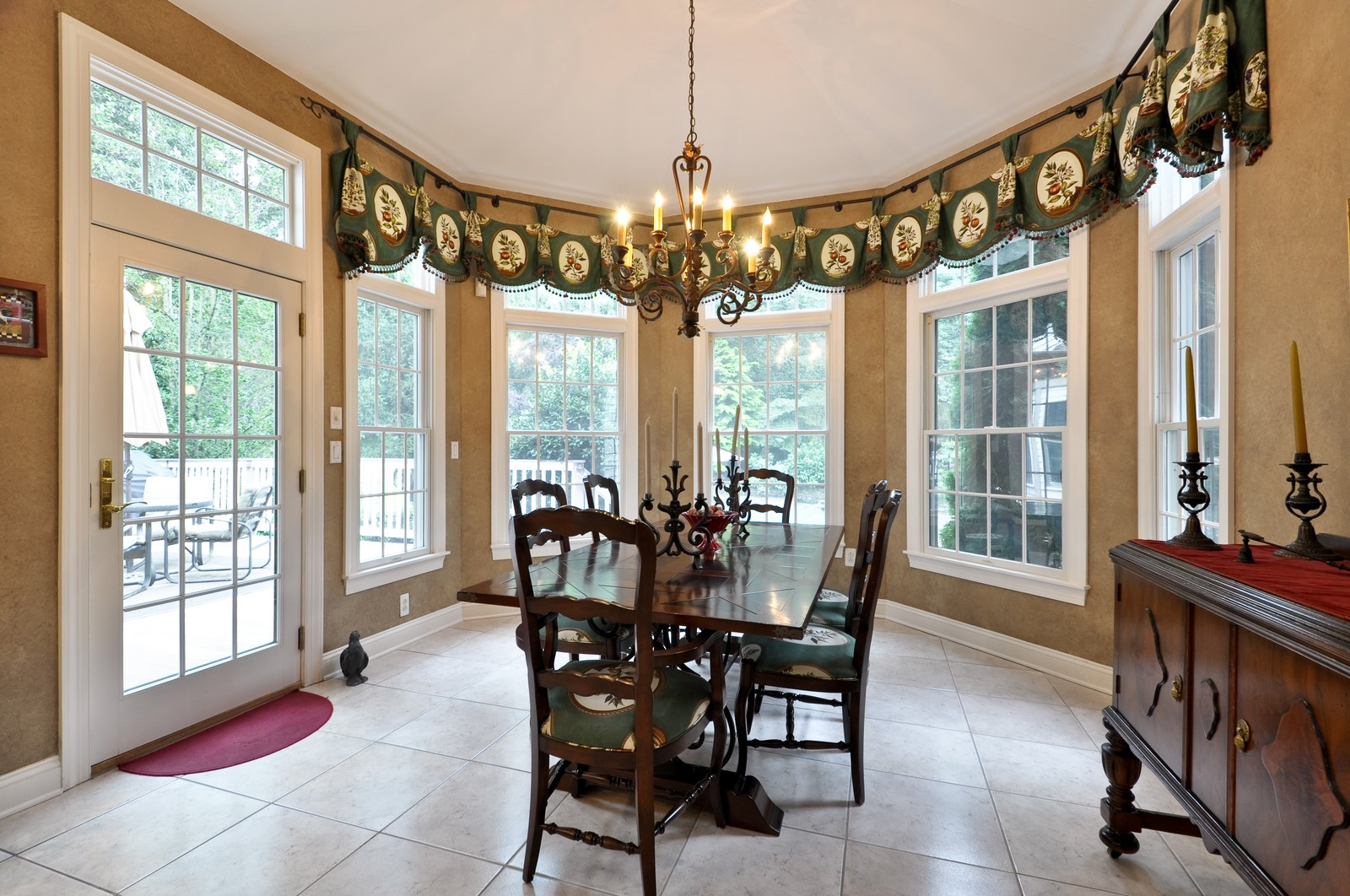 Real Estate Photography - 5 Orchard Way, Warren, NJ, 07059 - Breakfast Area