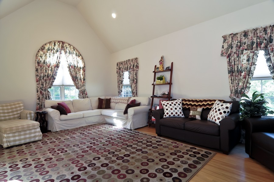 Real Estate Photography - 4 Desiree Ct, Bedminster, NJ, 07921 - Living Room