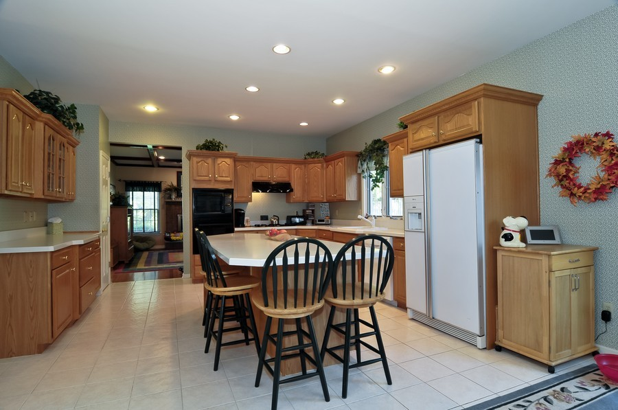 Real Estate Photography - 4 Desiree Ct, Bedminster, NJ, 07921 - Kitchen / Breakfast Room