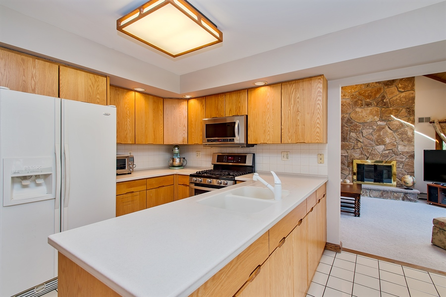 Real Estate Photography - 1066 Mayflower Ct, Martinsville, NJ, 08836 - Kitchen