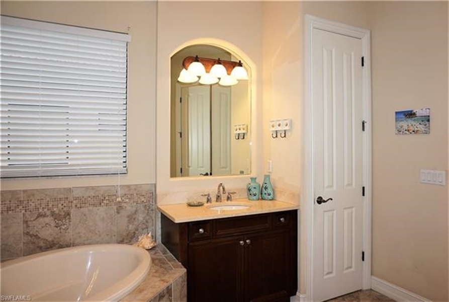 Real Estate Photography - 11836 Rosalinda Ct, # 11836, Fort Myers, FL, 33912 - Location 13