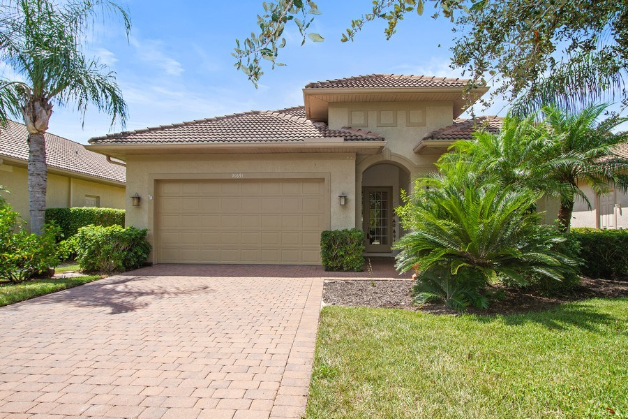 Real Estate Photography - 10691 LONGSHORE WAY EAST, NAPLES, FL, 34119 - Front View