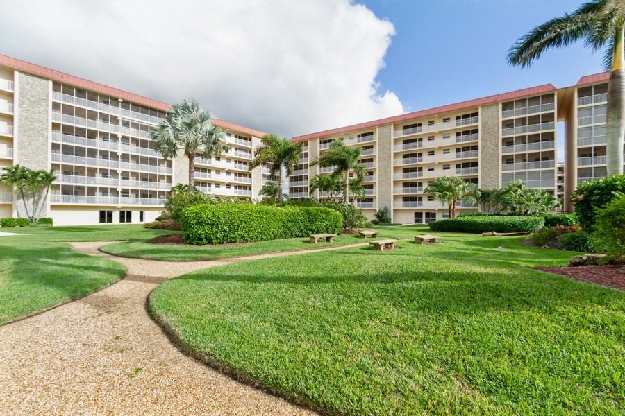 Real Estate Photography - 25740 Hickory Blvd, #D250, Bonita Springs, FL, 34134 - Courtyard