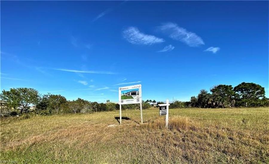 Real Estate Photography - 1505 NE 5th Pl, # 1505, Cape Coral, FL, 33909 - Location 8