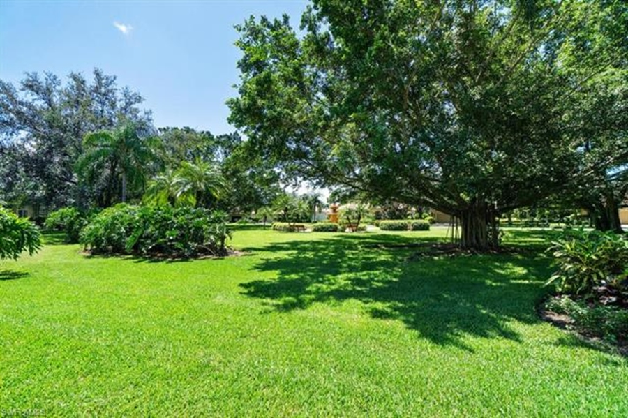 Real Estate Photography - 1168 Camelot Cir, # 1168, Naples, FL, 34119 - Location 7