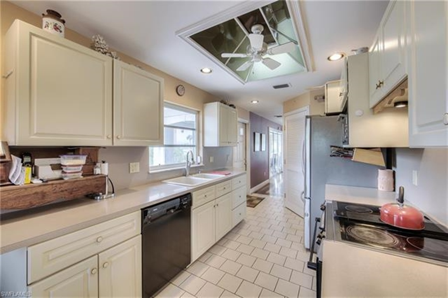 Real Estate Photography - 292 Ohio Ave, # 292, Fort Myers Beach, FL, 33931 - Location 19