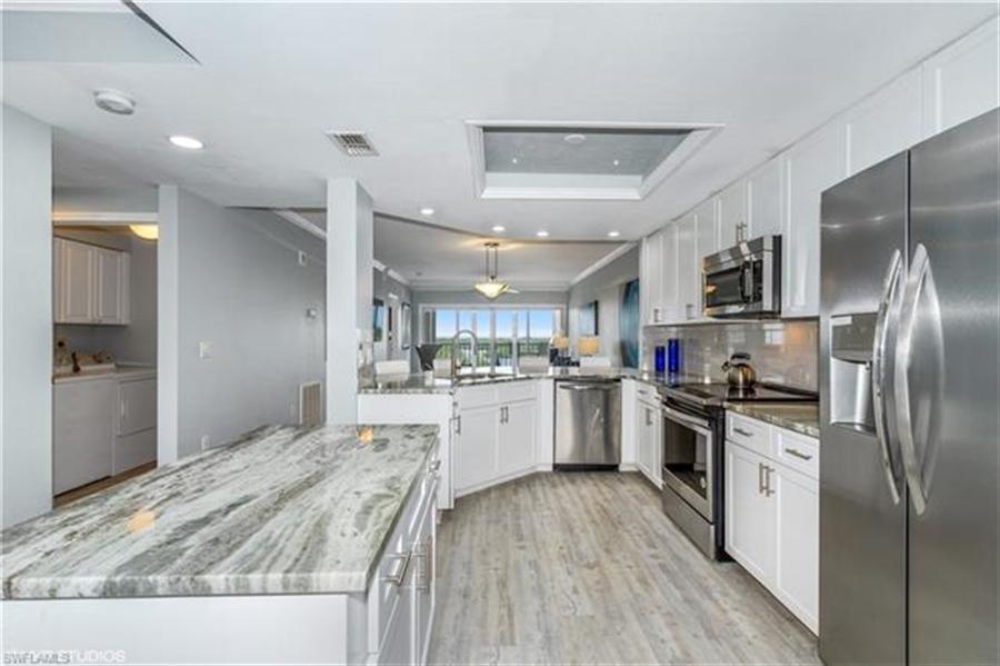 Real Estate Photography - 13105 Vanderbilt DR 707 13105, NAPLES, FL, 34110 - Location 4