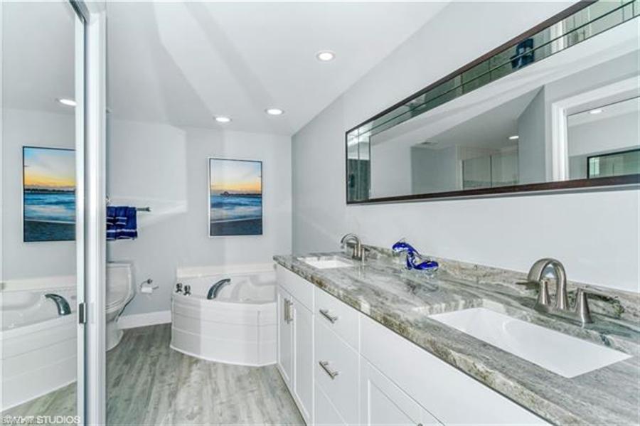 Real Estate Photography - 13105 Vanderbilt DR 707 13105, NAPLES, FL, 34110 - Location 17