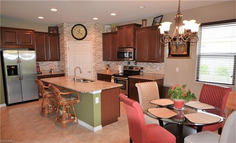 Real Estate Photography - 3236 Birchtree Ln, # 3236, Alva, FL, 33920 - Location 5
