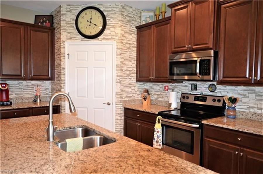 Real Estate Photography - 3236 Birchtree Ln, # 3236, Alva, FL, 33920 - Location 8