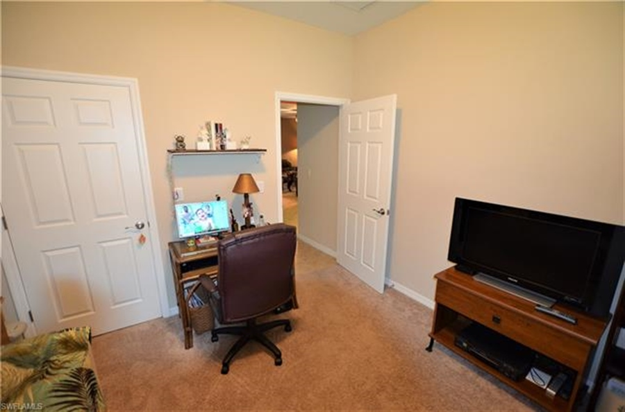 Real Estate Photography - 3236 Birchtree Ln, # 3236, Alva, FL, 33920 - Location 19