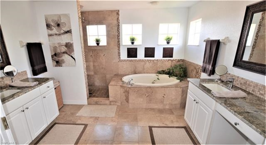Real Estate Photography - 11857 Lady Anne Cir, # 11857, Cape Coral, FL, 33991 - Location 18
