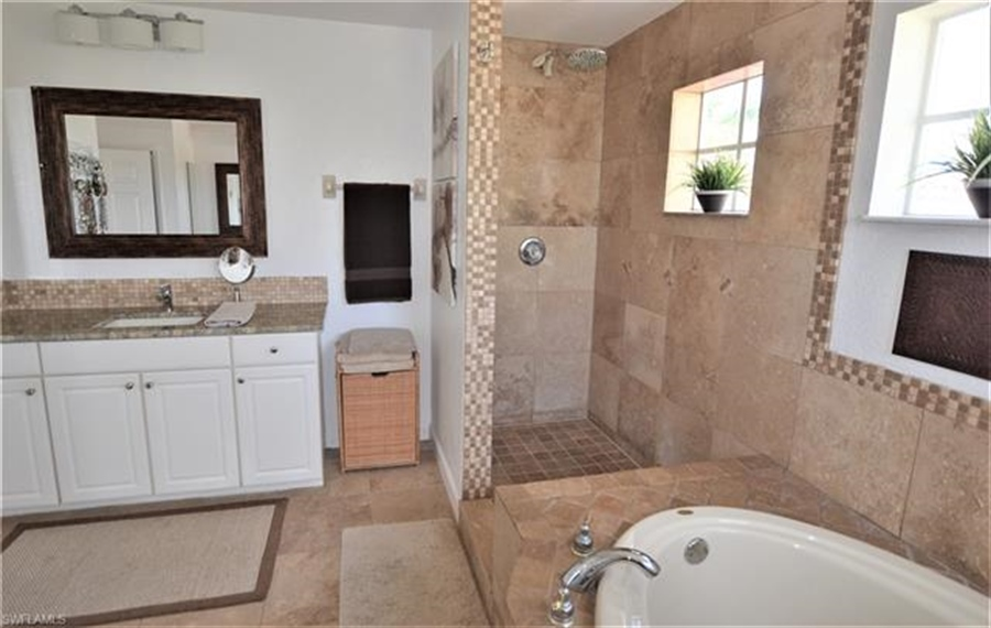 Real Estate Photography - 11857 Lady Anne Cir, # 11857, Cape Coral, FL, 33991 - Location 19