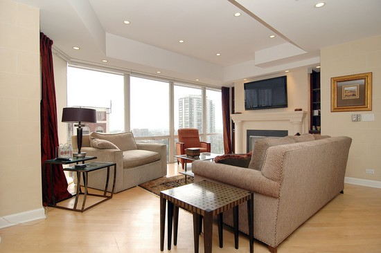 Real Estate Photography - 21 W Goethe, Unit 18G, Chicago, IL, 60610 - Living Room
