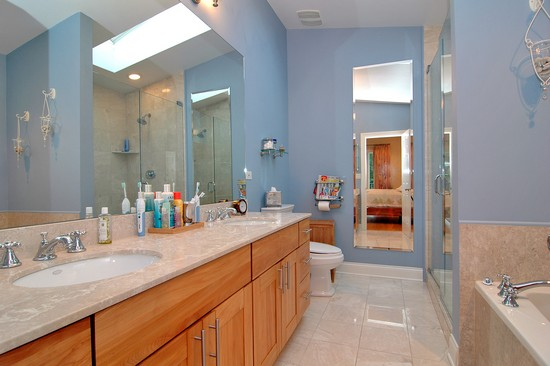 Real Estate Photography - 2617 N Richmond Ave, Chicago, IL, 60622 - Master Bathroom