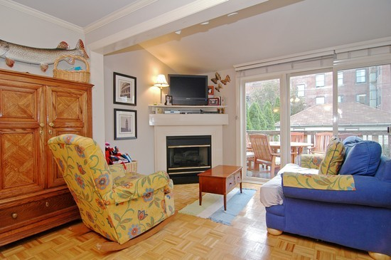 Real Estate Photography - 3725 N Mozart, Chicago, IL, 60618 - Family Room