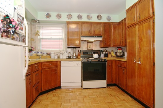 Real Estate Photography - 3725 N Mozart, Chicago, IL, 60618 - Kitchen