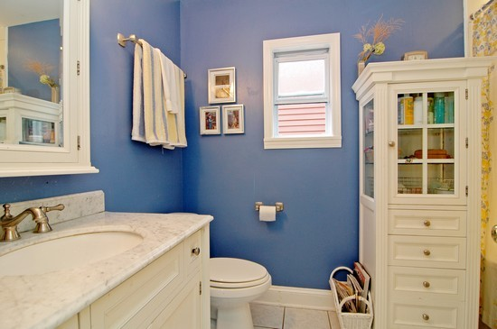 Real Estate Photography - 3725 N Mozart, Chicago, IL, 60618 - Bathroom