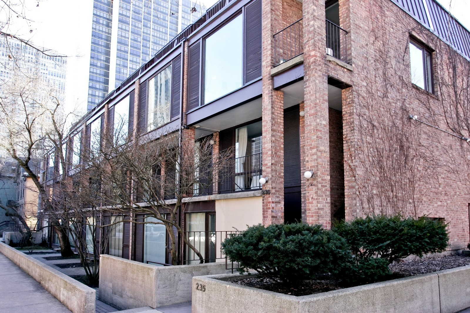 Real Estate Photography - 235 W Eugenie, Unit T4, Chicago, IL, 60614 - Front View