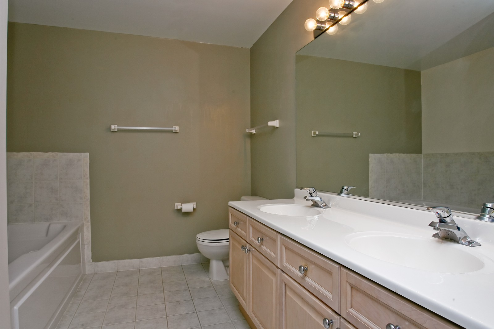 Real Estate Photography - 21 W Chestnut, Unit 806, Chicago, IL, 60611 - Bathroom