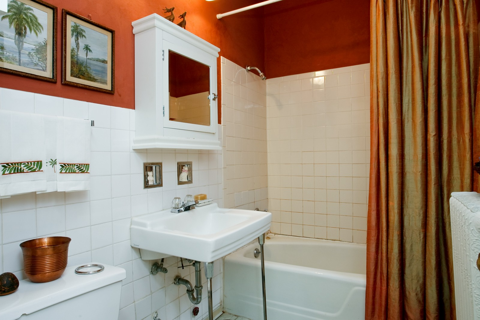Real Estate Photography - 841 W George, Chicago, IL, 60657 - Bathroom