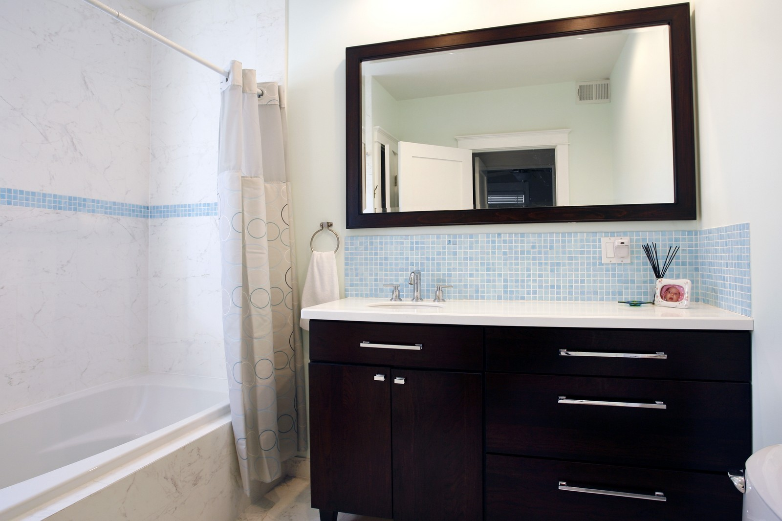Real Estate Photography - 1457 W Pensacola, Chicago, IL, 60613 - Bathroom