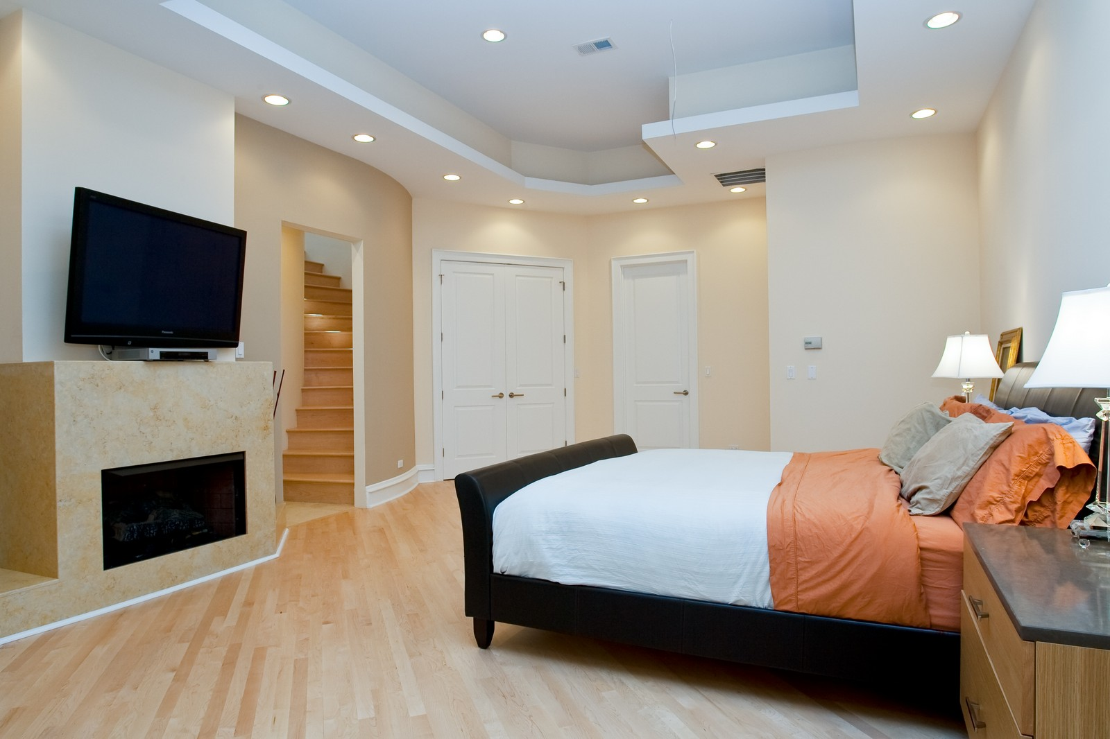 Real Estate Photography - 319 W Erie, Ph, Chicago, IL, 60654 - Master Bedroom