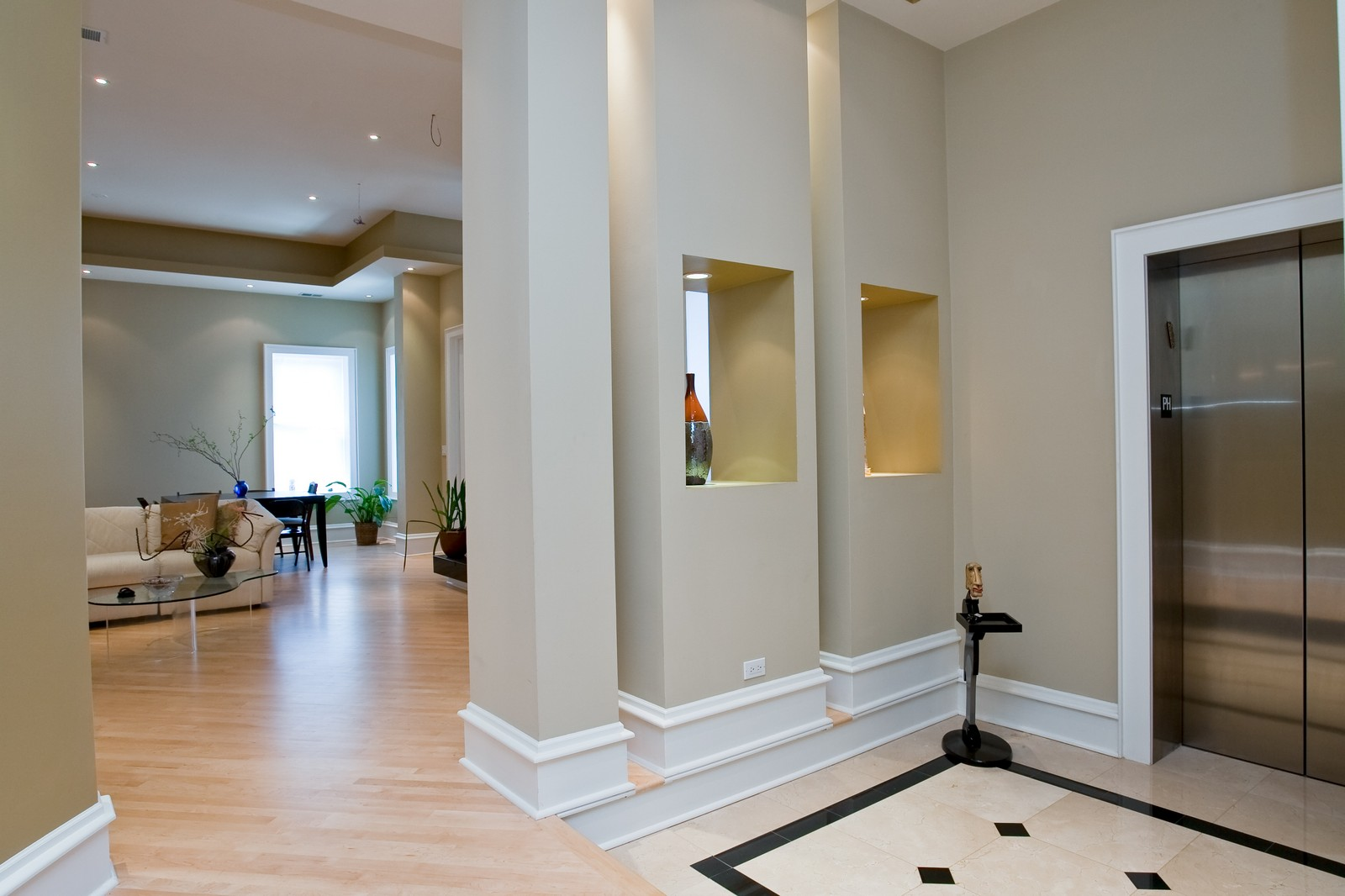 Real Estate Photography - 319 W Erie, Ph, Chicago, IL, 60654 - Foyer