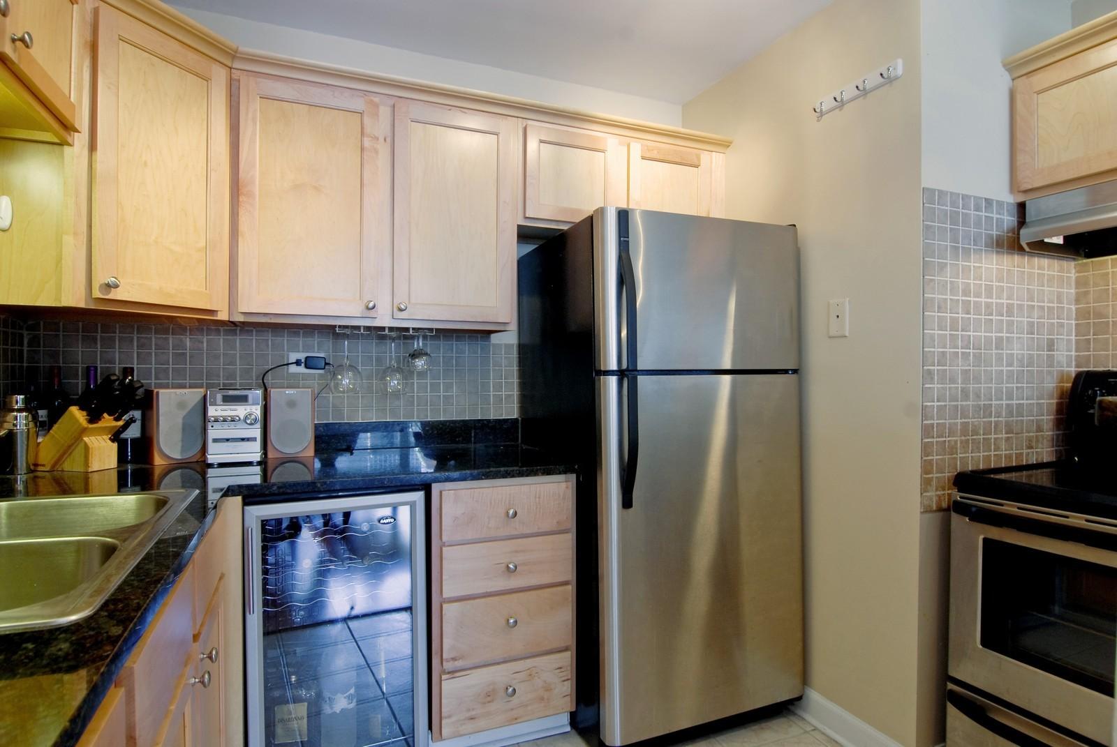 Real Estate Photography - 21 W Goethe, Unit 10K, Chicago, IL, 60610 - Kitchen